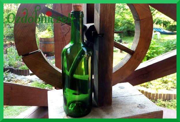 Butelka ozdobiona techniką decoupage