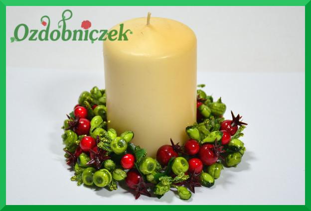 W formie wianuszka na świeczkę
