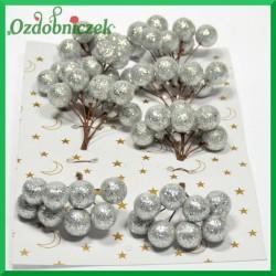 Brokatowe kuleczki srebrne BLISTER 8 gałązek 8 owoców na każdej