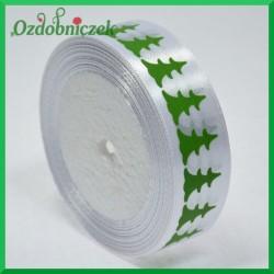 Tasiemka SATYNOWA biała z motywem ZIELONYCH CHOINEK 25mm/22mb ROLKA