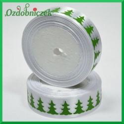 Tasiemka SATYNOWA biała z motywem ZIELONYCH CHOINEK 25mm/1mb