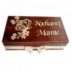 Herbaciarka na 8 przegród bejcowana z motylkiem i napisem na Dzień Matki
