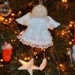 Aniołek w koronkowej sukience 12cm