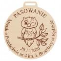 Medal z okazji pasowania na przedszkolaka z grawerem , ze sklejki